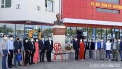 Kỷ niệm 76 năm Quốc khánh: Đại sứ quán Việt Nam dâng hoa tại tượng đài Chủ tịch Hồ Chí Minh ở Mông Cổ