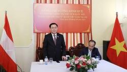 Chủ tịch Quốc hội gặp cán bộ Đại sứ quán Việt Nam tại Áo và đại diện cộng đồng người Việt tại một số nước châu Âu
