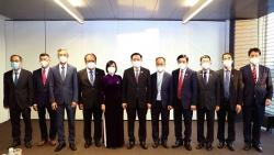 Chủ tịch Quốc hội đánh giá cao các cơ quan đại diện ngoại giao Việt Nam ở nước ngoài tích cực triển khai ngoại giao vaccine