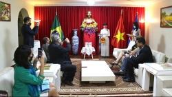 Giới thiệu sách về Chủ tịch Hồ Chí Minh bằng tiếng Bồ Đào Nha tại Brazil