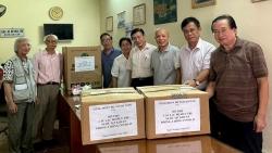 Công đoàn Bộ Ngoại giao trao vật dụng y tế cho Câu lạc bộ hưu trí Bộ Ngoại giao