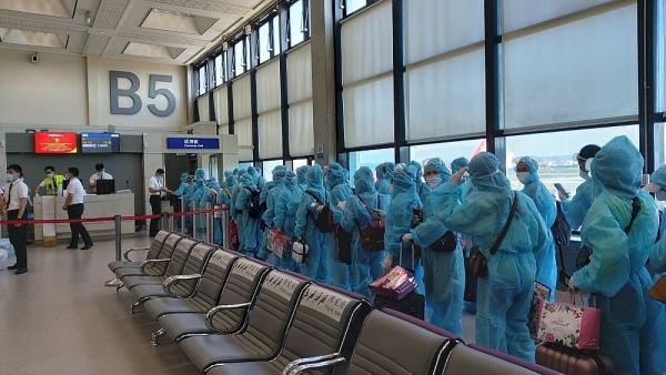 Ngày 25/12, chuyến bay đưa hơn 340 công dân Việt Nam từ Nga hạ cánh xuống sân bay Cam Ranh