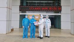 Bộ Công an bàn giao vật tư y tế hỗ trợ Bộ Công an Lào phòng, chống dịch Covid-19