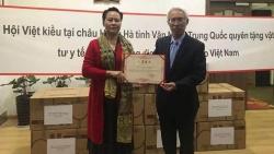 Tiếp nhận vật tư y tế do Hội Việt kiều Châu Hồng Hà, tỉnh Vân Nam, Trung Quốc trao tặng