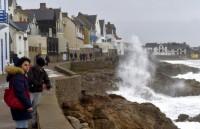Pháp: Khoảng 40.000 gia đình mất điện trong ngày đầu Năm mới