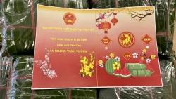 Đại sứ quán Việt Nam tại Thụy Sỹ gói bánh chưng tặng cộng đồng người Việt