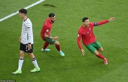 Tăng tốc như mãnh thú, C.Ronaldo cân bằng kỷ lục vĩ đại