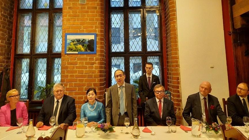 Đại sứ quán Việt Nam tại Ba Lan làm tốt vai trò khách mời danh dự của Đại hội Quốc tế tại Torun