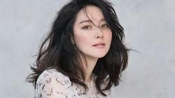 Nhan sắc mặn mà tuổi 50 của 'bảo vật quốc gia' Lee Young Ae