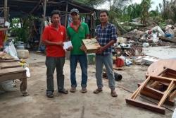 Hội Chữ thập đỏ hỗ trợ các hộ dân bị ảnh hưởng của hoàn lưu bão số 2