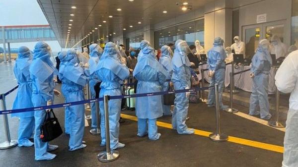 Chuyến bay đưa gần 250 công dân Việt Nam từ Israel và Oman về nước an toàn