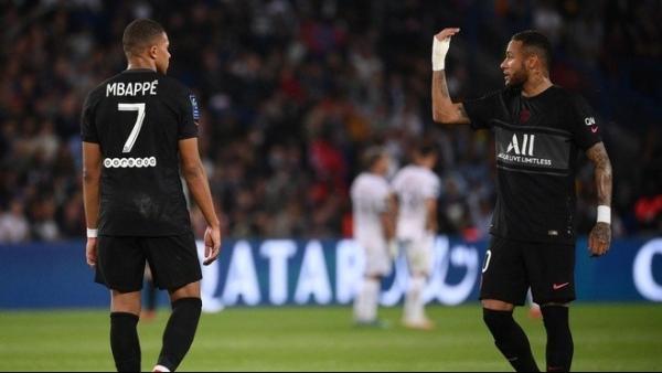 Nội bộ PSG lục đục bởi tiết lộ gây sốc của Mbappe
