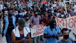 Bất chấp cảnh báo, dòng người di cư Trung Mỹ vẫn ùn ùn đổ về Mỹ