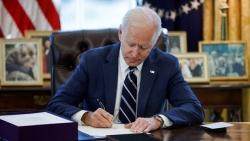 Tổng thống Mỹ ký ban hành gói kích thích kinh tế 1.900 tỷ USD