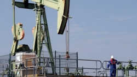 Kinh tế Mỹ, Trung Quốc giảm tốc, giá dầu thế giới lập tức rời mốc cao nhất của nhiều năm