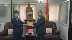 Đại sứ Việt Nam tại Tanzania tiếp nhận ủng hộ quỹ phòng chống Covid-19 từ Tập đoàn Tân Long