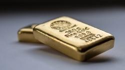 Giá vàng hôm nay 16/9, Mốc 1.800 USD không cầm cự được lâu, giới đầu tư nên chọn vàng hay cổ phiếu?