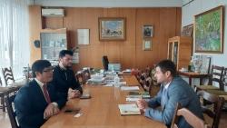 Đại sứ Nguyễn Hồng Thạch làm việc với Hội Họa sỹ Quốc gia Ukraine