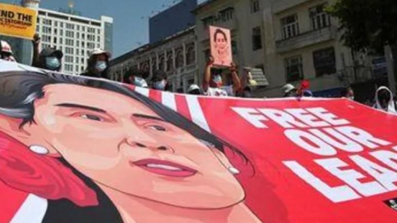 Tình hình Myanmar: Hàng nghìn người tiếp tục biểu tình phản đối vụ đảo chính