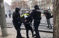 """Pháp: Cảnh sát Paris bắt giữ hơn 100 người trong cuộc biểu tình của phe """"Áo vàng"""""""