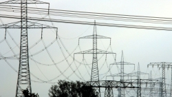 Các nước EU tranh cãi nảy lửa về giá điện