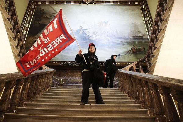 Bạo loạn Điện Capitol và ba câu hỏi lớn của nước Mỹ