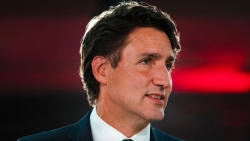 Bầu cử Canada: Vạch áo cho người xem lưng
