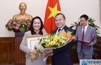 Trao bằng khen Bộ trưởng Ngoại giao cho cán bộ  Văn phòng Trung ương Đảng