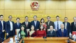 Lãnh đạo Bộ Ngoại giao trao thư và quà của Thủ tướng Nguyễn Xuân Phúc tới các kiều bào tiêu biểu