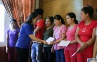 Đoàn thanh niên Bộ Ngoại giao trao quà cho bệnh nhân nhi tại Bệnh viện Nhi Trung ương