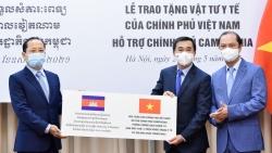 Việt Nam trao tặng 800 máy thở, hơn 2 triệu khẩu trang hỗ trợ Campuchia chống Covid-19