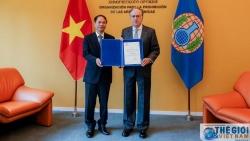 Đại sứ Phạm Việt Anh trình Ủy nhiệm thư lên Tổ chức Cấm Vũ khí hóa học