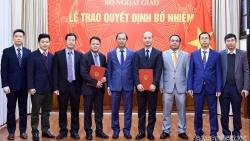 Thứ trưởng Nguyễn Quốc Dũng trao quyết định điều động, phân công 2 cán bộ lãnh đạo, quản lý