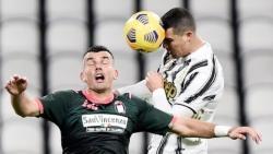 Ronaldo tỏa sáng, Juventus vào tốp 3 Serie A