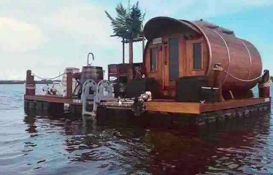 Mỹ: Độc đáo 'khách sạn thùng gỗ' tránh dịch Covid-19 trên đảo nổi giữa biển