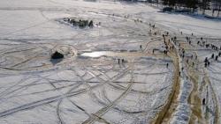 Phần Lan: Đĩa băng xoay nhân tạo lớn nhất thế giới trên mặt hồ băng
