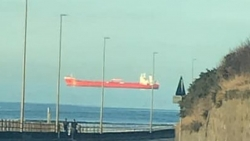 Ảo ảnh con thuyền lơ lửng trên mặt biển gây hoang mang dư luận