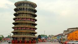 Tòa tháp nghiêng 136 tuổi ở Malaysia