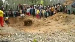 Ấn Độ: Dùng máy móc hạng nặng giải cứu thành công chú voi con từ giếng sâu 5 mét