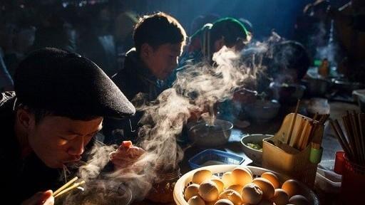 'Bữa sáng ở chợ phiên' của nhiếp ảnh gia Việt đoạt giải ảnh quốc tế