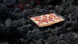 Độc đáo, nướng bánh pizza bằng hơi nóng dung nham núi lửa
