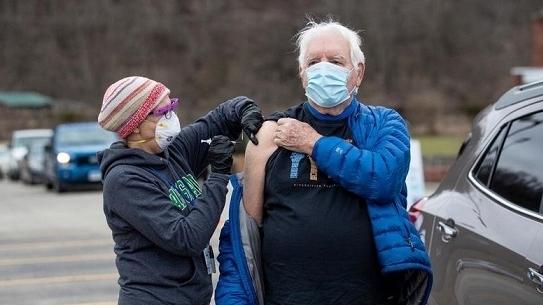 Mỹ: Tiêm vaccine Covid-19 ở bang Tây Virginia được rút thăm trúng thưởng những phần quà có giá trị