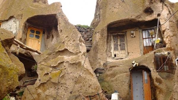 Chiêm ngưỡng những ngôi nhà độc đáo hơn 700 năm tuổi trong núi đá tại một ngôi làng cổ của Iran