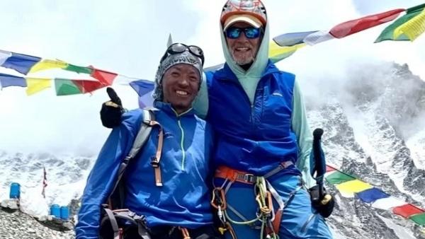 Kỷ lục mới: Người Mỹ lớn tuổi nhất từng chinh phục đỉnh Everest