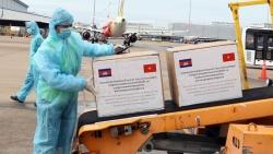 Covid-19: Lô hàng do Campuchia hỗ trợ Việt Nam chống dịch đã về đến TP. Hồ Chí Minh
