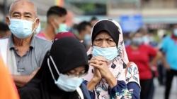 Indonesia: Người đàn ông mắc Covid-19 cải trang thành vợ để lên máy bay