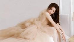 Lý Nhã Kỳ trẻ đẹp với váy mùa Hè trang nhã