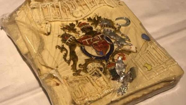 Lát bánh cưới 40 năm tuổi của Hoàng gia Anh được bán đấu giá 2.500 USD