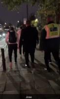 Méo mặt vì tắc đường, thầy trò Mourinho đi bộ tới sân Old Trafford