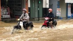 Dự báo thời tiết đêm nay và ngày mai (18-19/10): Hà Tĩnh đến Quảng Trị mưa to đến rất to; Bắc Bộ, Bắc Trung Bộ trời lạnh; Nam Bộ ngày nắng